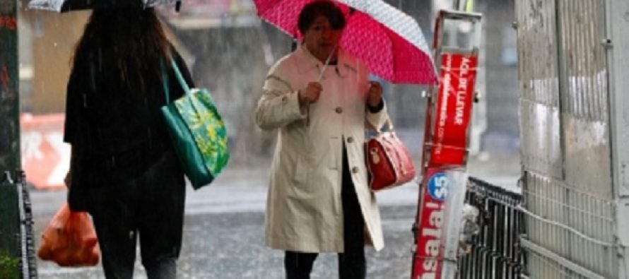 Llueve en la mayor parte de la Ciudad de México; atienden encharcamientos