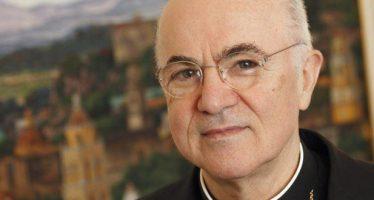 Ex nuncio acusa al papa Francisco de proteger a cardenal pederasta