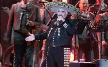 """Vicente Fernández está """"Más romántico que nunca"""", en nuevo disco"""