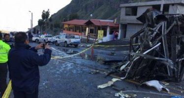 Volcadura de autobús en Ecuador deja 24 muertos y 14 heridos