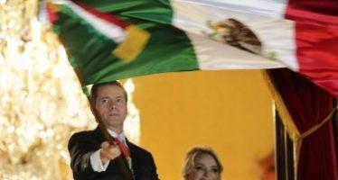 """A una sola voz los """"Viva México"""" junto con el presidente Peña Nieto"""
