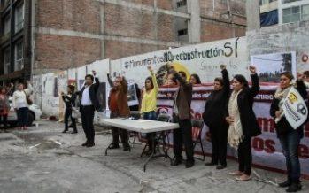 Aplausos y silencio, en memoria de víctimas del sismo en Álvaro Obregón