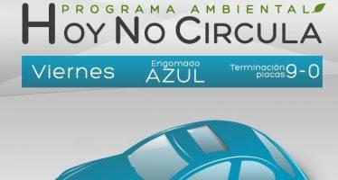 Este viernes dejan de circular automóviles con engomado azul