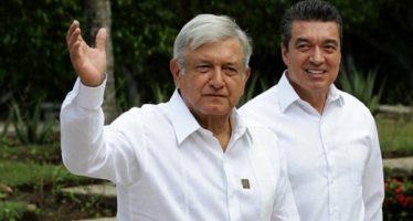 López Obrador arriba a Tabasco para reunirse con empresarios petroleros