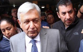López Obrador y Rodríguez Calderón se reúnen en aeropuerto de Monterrey