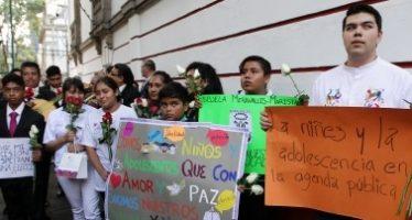 Niños llevan serenata a López Obrador y destacan importancia de sus derechos