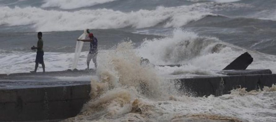Poderoso tifón Mangkhut se desplaza al noreste de Filipinas