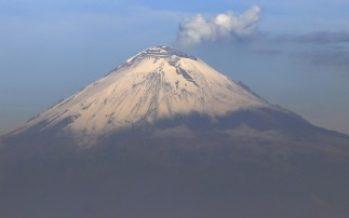 Popocatépetl registra explosión con fragmentos incandescentes