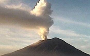 Popocatépetl registra una exhalación de agua y vapor