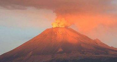 Volcán Popocatépetl registra leve incandescencia